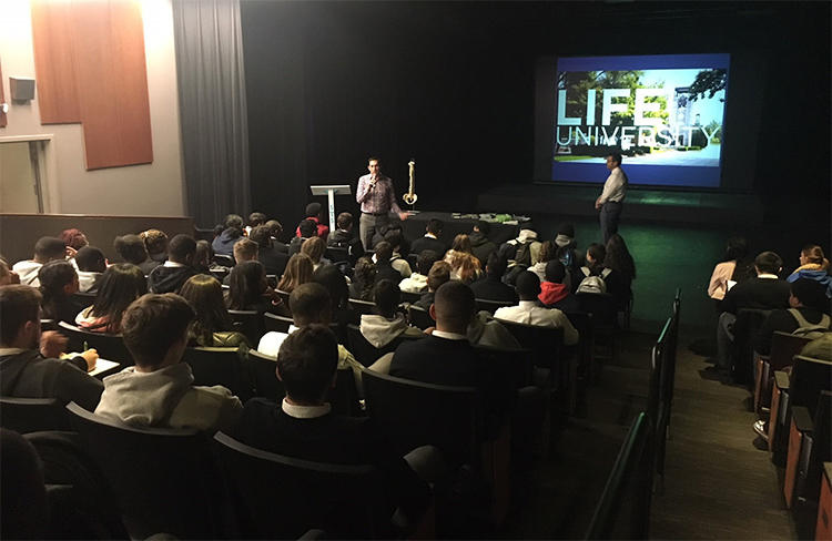 Dr. Stu Katzen nailed an SRE at String Theory School ran by two Life grads. Lifeforce Dr. Jason Corosanite and his Wife Dana (Dr. Randy O'Dell's daughter) were gracious hosts. There were between 75-100 students in attendance!!